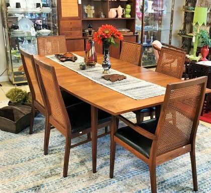Mid Century Modern Table And Chairs
