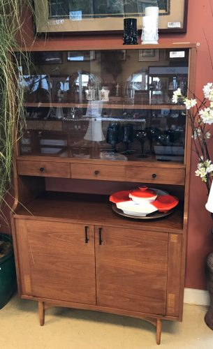 Mid Century Modern Kroehler Walnut Mini Bar Hutch