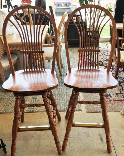 Richardson Brothers Co. Oak Swivel Counter Stool Set