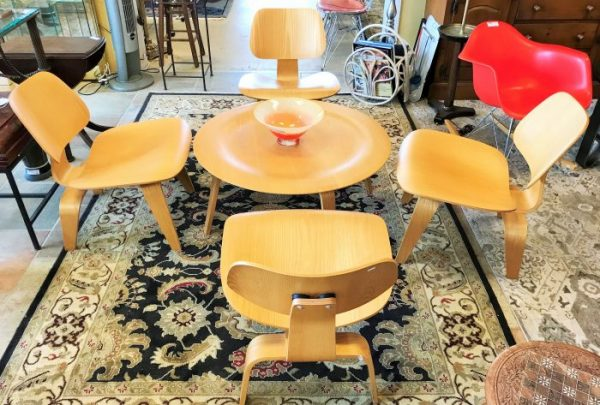 Eames Molded Plywood Table And Chair Set