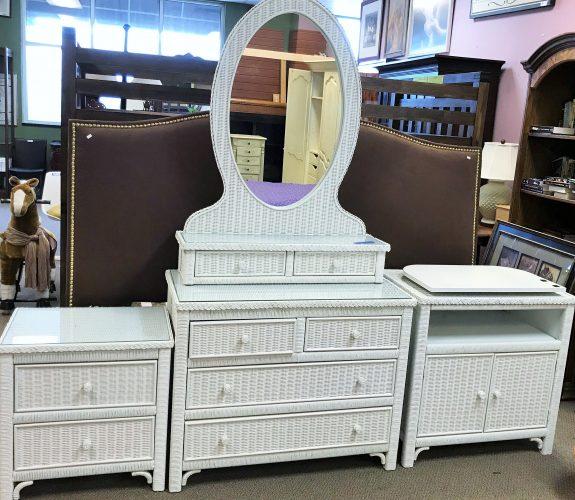 Lexington Furniture for Henry Link White Wicker 5 Piece Bedroom Set