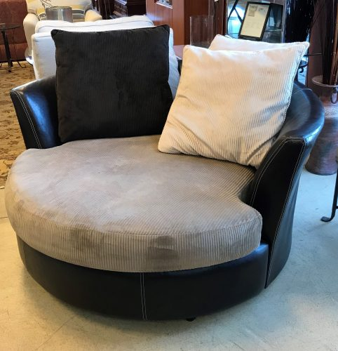 Oversized Round Swivel Chair With Pillows