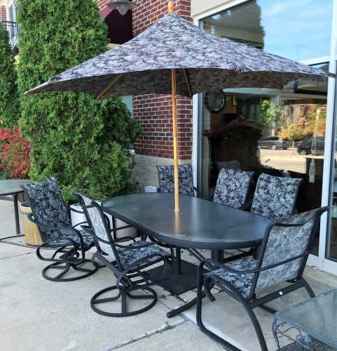 TELESCOPE CASUALS Outdoor Dining Room Table And Chairs With Umbrella