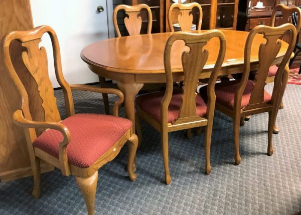 Thomasville Furniture Oak Dining Room Set